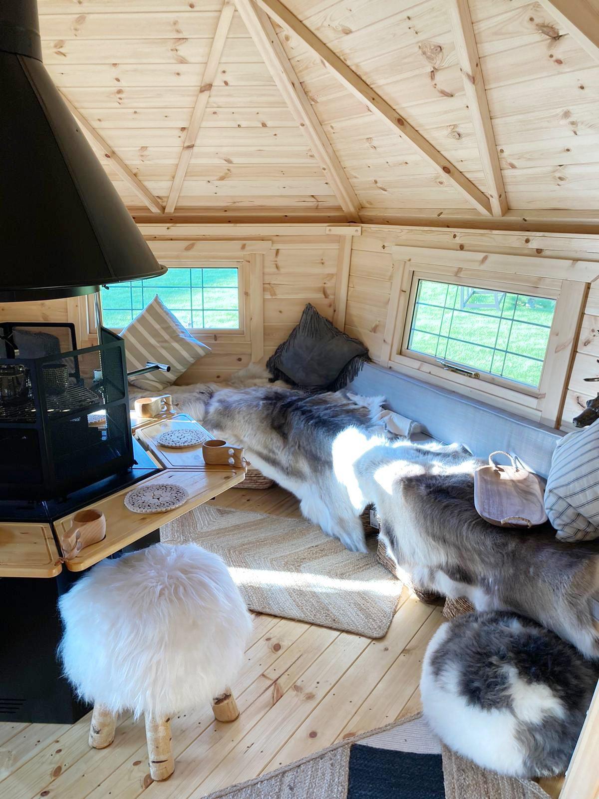 Arctic Cabins - Arctic Bar - Towl_07