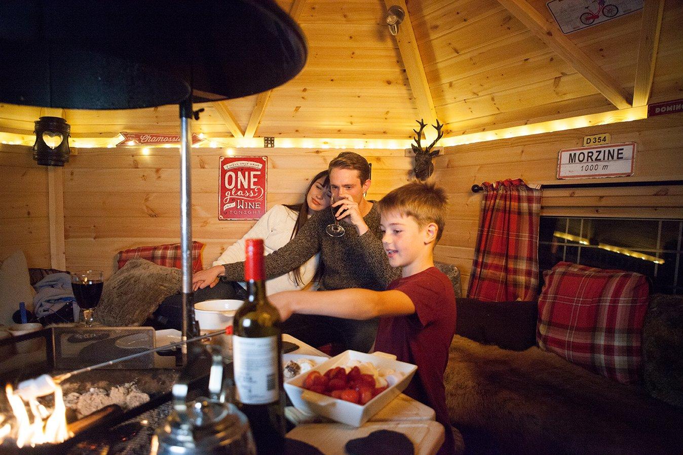 arctic-cabins-a-z-garden-room-family-bbq